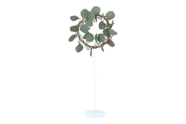 Ring auf Ständer mit Ecalyptusblätter